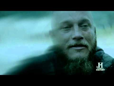 Vikings 2x01 | Ragnar say goodbye to his dead daughter Gyda |