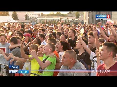 Смотреть Пензенцы ликованием встретили победу сборной России над командой Испании онлайн