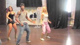 Учимся танцевать реггетон в школе Fiesta Latina
