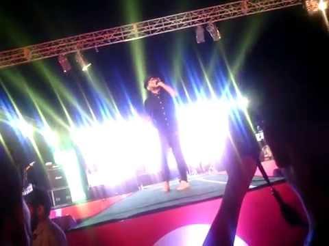 Live Performance of Benny Dayal (tu hi toh meri dost hai)@ IIIT ALLAHABAD