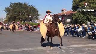 Multitudinario desfile en conmemoración de Martín Miguel de Güemes