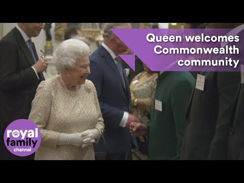 Queen welcomes Commonwealth community to Buckingham Palace