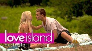 Josh tries to impress Kim on a picnic date | Love Island Australia 2018