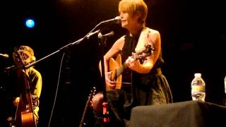 Watch Shawn Colvin Anne Of The Thousand Days video