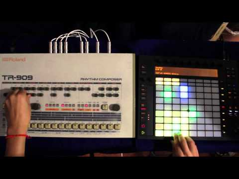 Roland TR-909 meets Ableton Push