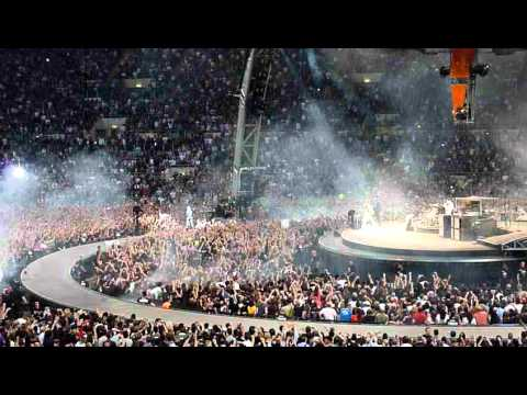 U2 CONCERTO ROMA 08/10/2010 - Intro e Beautiful Day - Tour 360°
