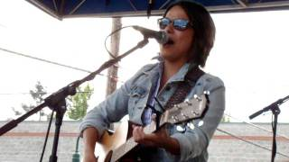 Watch Vicci Martinez Someday video