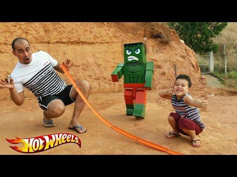 LUCAS e Minecraft HULK  brincam com a pista Hot wheels, Kids toys.