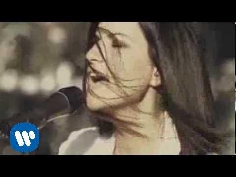 Laura Pausini - Menos mal (Official Video)