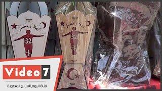 فيديو.. رمضان صبحى واقف على كورته فى فانوس رمضان