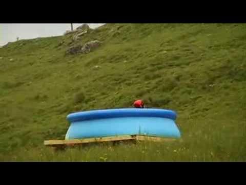 impossible waterslide jump saut glissade d 39 eau impossible. Black Bedroom Furniture Sets. Home Design Ideas