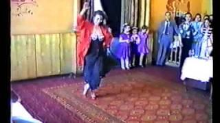 Танец на московской цыганской свадьбе.