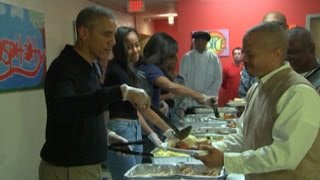 Obama serves Thanksgiving meal for the homeless in DC