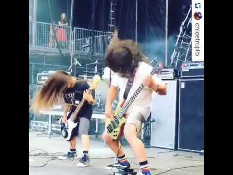 Robert Trujillo (Metallica) live with The Helmets