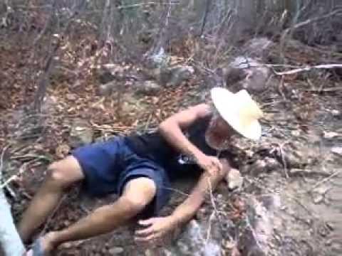 rapaz sendo  torturado e castrado. #1