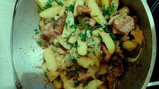 Оджахури или жареная картошка с мясом на костре