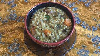 Кичри из гороха мунгдал, риса и овощей - индийская кухня.