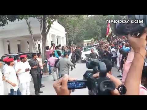 UP By Poll Results: Akhilesh Yadav का जबरदस्त स्वागत   NYOOOZ UP