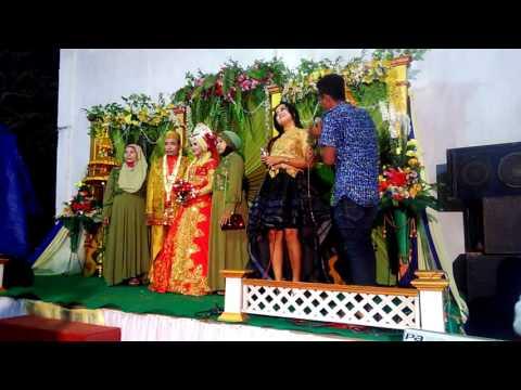 Persembahan lagu dangdut dalam resepsi pernikahan
