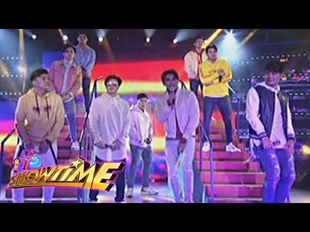 "It's Showtime: Hashtags serenades the crowd with ""Lean on Me"""
