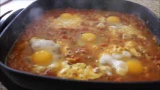 Eggs in hell (Shakshuka),Eggs in tomato sauce