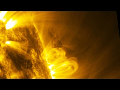 THAT'S BIG!! UFO Sightings Starcraft Harnesses Energy From Sun!! 2015