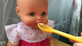 Утро с куклами. Маша как маленькая мама. Забота о куклах по утрам.