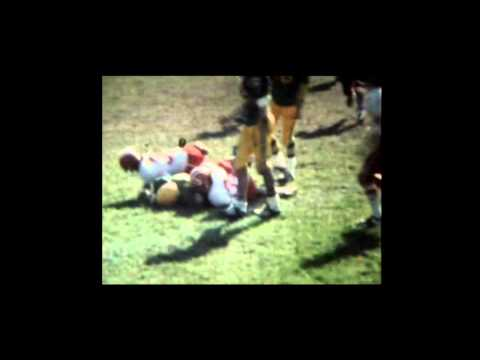 Football Louis-Jolliet vs Séminaire de St-Geoges. L-J 10 points, St-G 41 points. 10 octobre 1981