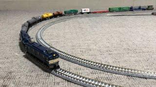 国鉄ED62形電気機関車シールドビーム+11両編成の貨物が走行中に、クム80000形+JR貨車ヨ8000形の連結が外れ、立体交差カーブ付近で脱線!