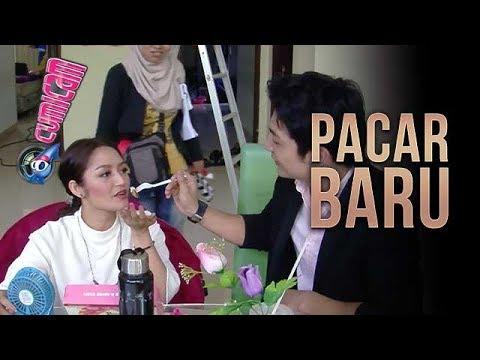 Siti Badriah Digandeng Pria Ganteng, Begini Aksi Romantis Mereka - Cumicam 20 Februari 2018