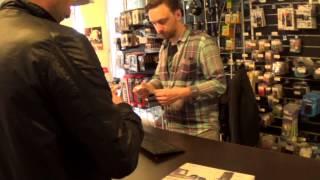 в магазине музыкальной аппаратуры(, 2014-04-28T18:05:01.000Z)