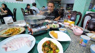 Epic Pomfret Hot Pot!! ULTIMATE THAI CHINESE FOOD!   Best Food in Hat Yai (หาดใหญ่)!