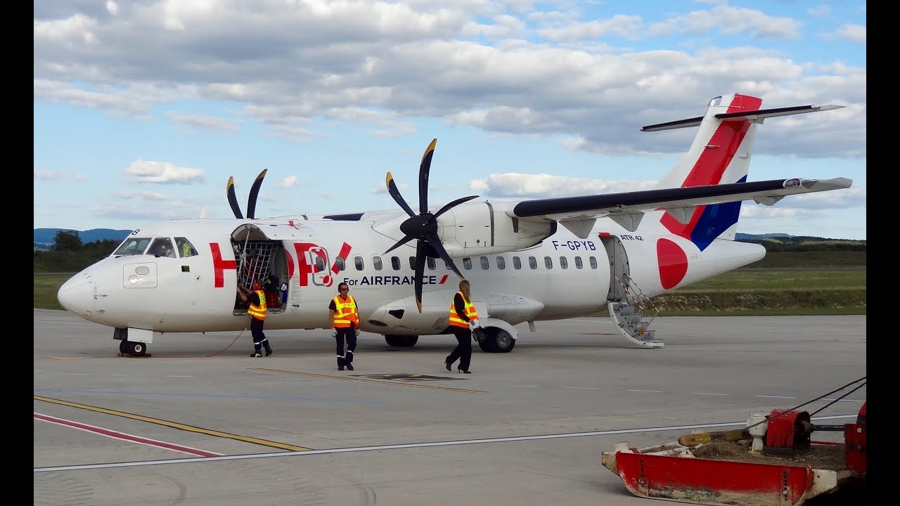 Atr 42 500 Airline Hop Preflight And Takeoff Youtube