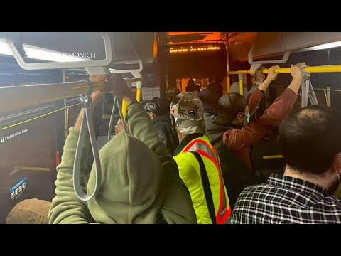 Essential worker shares image of crowded Toronto bus amid third wave