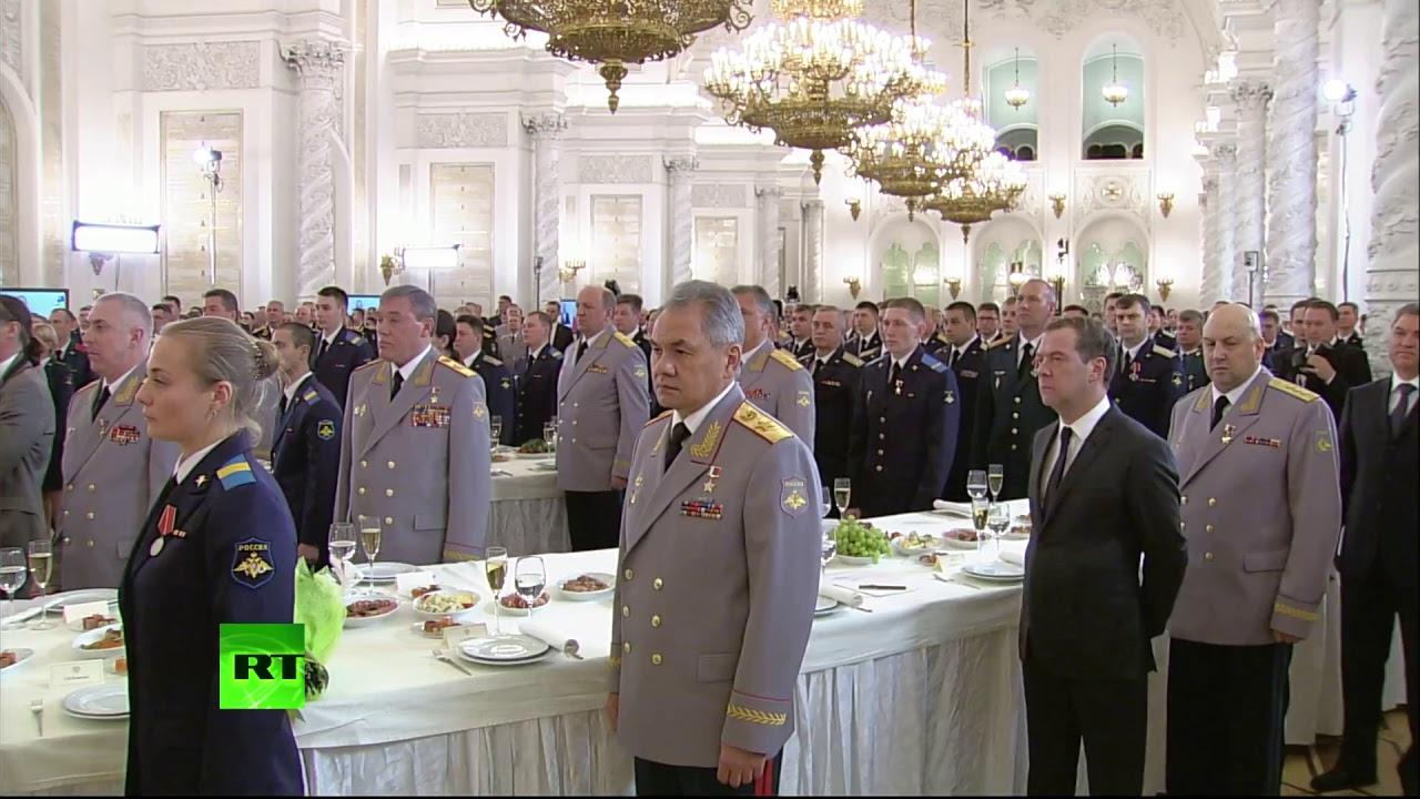 Путин награждает военных, отличившихся в ходе операции в Сирии