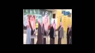 Suudi Arabistan kralının posterine biat etmek
