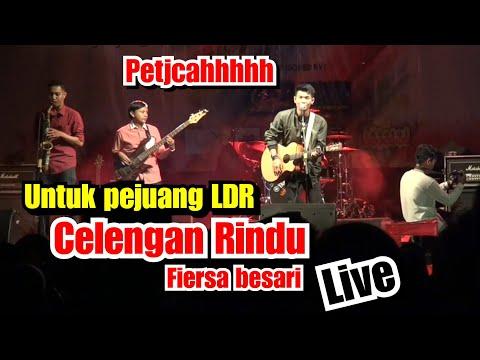pectjahhh-!!!-celengan-rindu-live-perform-tri-suaka-kampus-uii-jogjakarta