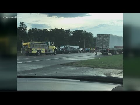 45-50 cars involved in a massive accident on I40/85 - VidNews