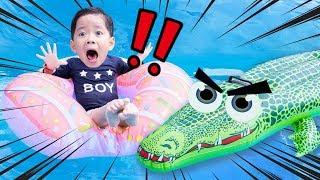 수영장에 악어가 나타났어요!!!! 악어와 술래잡기 놀이 Crocodile appeared in the Water park 마슈토이 Mashu ToysReview