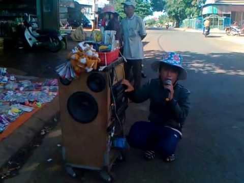 Hat Rong Chuprong LK Mug Tui Me 2013