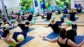 Упражнения с медболом. GuberniaTV