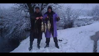 Зимняя рыбалка на спиннинг в непогоду полная версия неожиданный сюрприз от щуки 10 01 21
