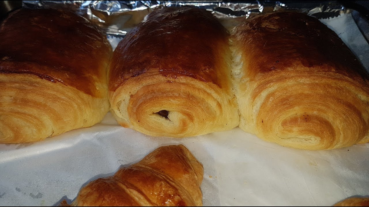 recette croissant et pain au chocolat avec la p te feuillet e lev e youtube. Black Bedroom Furniture Sets. Home Design Ideas