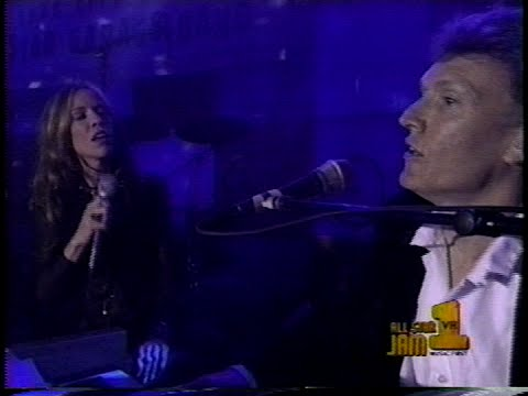 "Steve Winwood & Sheryl Crow - ""When Something Is Wrong With My Baby"" (LIVE)"