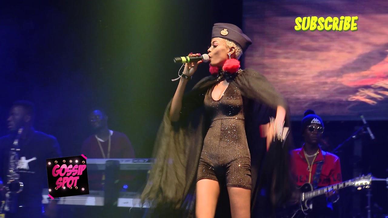 Download Nina roz agenze ku stage nga ali MUNSONGA ZABAKYALA KU BELL JAMZ ft CHRIS MARTINS
