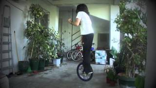 SKILL 21 (rubicks cube one hand+unicycle caper+rotation simultaneously)