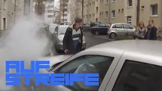 Blöde Gaffer: Warum ist sie gegen die Laterne gefahren?   Auf Streife   SAT.1 TV