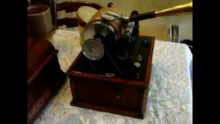 """A Picture No Artist Can Paint"", sung by Steve Porter in 1899, played on a Columbia Grand Phonograph"