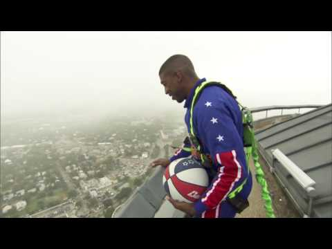 Amazing 583-Foot Basketball Shot [Harlem Globetrotters]