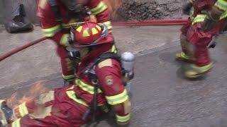 En video: bomberos son sorprendidos por columna de fuego en Perú